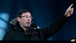 Луценко на сцені Майдану 2 лютого