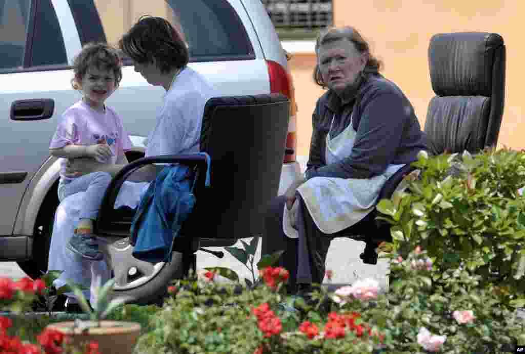 Los residentes fueron evacuados de sus hogares tras el temblor que afectó a la ciudad de Mirandola en el norte de Italia.