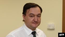 Ông Sergei Magnitski, bị bắt năm 2008 sau khi tố cáo các giới chức Bộ Nội Vụ lấy cắp 230 triệu đô la, đã chết trong tù năm 2009 ở tuổi 37