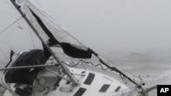 Irene ဟာရီကိန္းမုန္တိုင္း အေမရိကန္အေရွျခမ္း ကုန္တြင္း၀င္ေရာက္