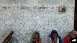 پانچ سے سولہ سال کی عمر کے تمام بچوں کے لئے مفت تعلیم کا عزم اور رکاوٹیں