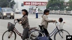Warga Korea Utara di kota Rason, dekat perbatasan dengan Tiongkok dan Rusia (foto: dok). Korut menyelenggarakan pameran dagang di kota Rason.