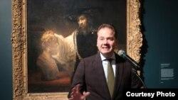 Макс Холлейн открывает выставку «Хвала живописи».