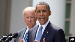 Presiden Barack Obama didampingin Wapres Joe Biden (kiri) menyampaikan pernyataannya menanggapi situasi terkini di Suriah, di Rose Garden, Gedung Putih, Sabtu (31/8).
