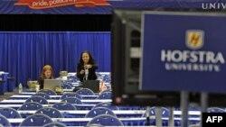 Khu vực dành cho truyền thông trong hội trường, nơi diễn ra cuộc tranh luận, tại Đại học Hofstra