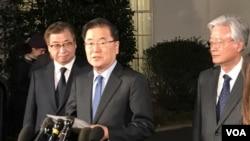 Cənubi Koreya təmsilçisi Çanq Eu-yonq Ağ Evdə müxbirlər qarşısında danışır.