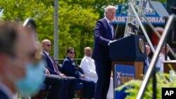 Джо Байден выступает на выпускной церемонии в Академии береговой охраны США в Нью-Лондоне, штат Коннектикут, среда, 19 мая 2021 г.