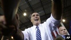 25일 미국 오하이오주 신시내티에서 유세 중인 미트 롬니 공화당 대통령 후보.