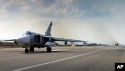 Los aviones de combate rusos SU-24M usan la base aérea Hmeimim en Siria.