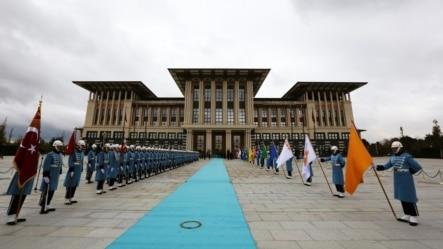 Fəxri qarovul Ankarada yeni prezident sarayının qarşısında keşik çəkir.  1 dekabr, 2014.