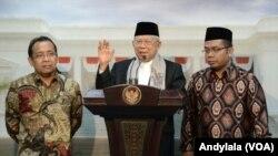 Ketua Umum Majelis Ulama Indonesia (MUI) Kyai Haji Ma'ruf Amin di kantor Presiden Jakarta 30 Maret 2017. (Foto:VOA/Andylala)