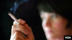 De los 1.000 millones de fumadores en todo el mundo, un 35% están en China.