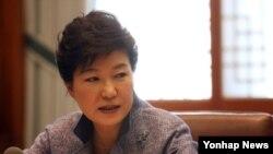 Tổng thống Nam Triều Tiên Park Guen Hye loan báo việc thành lập một ủy ban để chuẩn bị cho việc tái thống nhất với Bắc Triều Tiên.