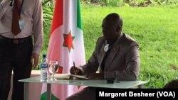 La victime était au conseillé du 1er vice-président Gaston Sindimwo ici en photo dans sa résidence à Bujumbura, le 22 janvier 2016.