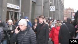 Перед одной из станций петербургского метрополитена. Россия. 3 апреля 2017 г.