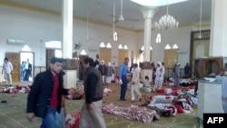 北西奈省首府阿里什以西的比爾阿比德鎮的一座清真寺遭到襲擊 (2017年11月24日)
