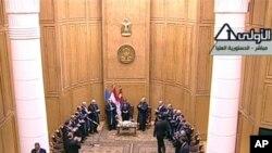 이집트 카이로의 헌법 재판소에서 취임선서를 한 후 축하를 받는 무함마드 무르시 대통령