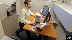 Algunas empresas en EE.UU. permiten que sus empleados se ejerciten mientras trabajan.