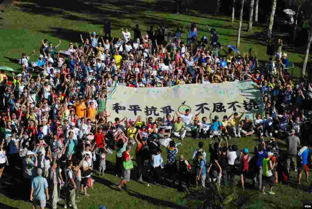 爭取香港真普選的和平佔中運動,星期日發起「民主登高日」活動。 (美國之音湯惠芸拍攝)