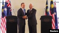 ၾသစေၾတးလ်ဝန္ႀကီးခ်ဳပ္ Tony Abbott (ဝဲ) နဲ႔ မေလးရွားဝန္ႀကီးခ်ဳပ္ Najib Razak (စက္တင္ဘာ ၆၊ ၂၀၁၄)