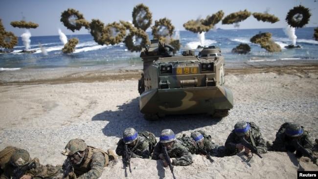 Thủy quân lục chiến Hàn Quốc-Hoa Kỳ trong cuộc tập trận chung ở Pohang, Hàn Quốc, 12/3/16.
