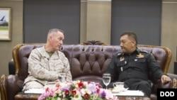 鄧福德2018年2月6日會見泰國武裝部隊參謀長(美國國防部照片)