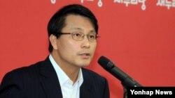 윤상현 새누리당 의원가2013년 10월 20일 서울 당사에서 기자간담회를 열고 국정감사 등 현안과 관련한 발언을 하고 있다. (자료사진)