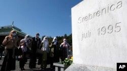 """Memorijalni centar """"Potočari"""" kod Srebrenice gdje su sahranjene žrtve srebreničkog genocida (AP/Kemal Softic)"""