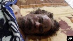 مصراتہ میں ایک کاروباری مرکز کے سرد خانے میں رکھی قذافی کی لاش