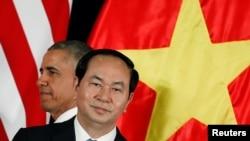 Tổng thống Obama quyết định dỡ bỏ lệnh cấm vận vũ khí sát thương cho Việt Nam khi tới thăm Hà Nội năm 2016..