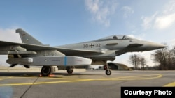 독일 방산업체 MBDA와 스웨덴 사브 사가 공동 개발한 타우러스 KEPD 350 공대지 순항미사일을 유로파이터 전투기에 장착한 모습. 사진 제공: MBDA. (자료사진)