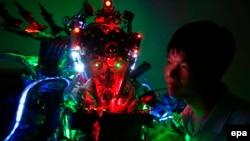 """北京2013年8月12日展示的""""创新国王""""机器人。"""