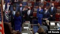 美國三名民主黨籍的參議員星期三(2021年1月21日)宣誓就職(參議院照片)