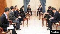 지난 2014년 5월 리룡남 북한 대외경제상(가운데 왼쪽)을 비롯한 북한 대표단이 시리아 다마스쿠스에서 바샤르 알-아사드 시리아 대통령(가운데 오른쪽)를 접견했다.