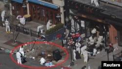 Esta foto muestra (en el círculo) en donde una cámara de un almacén captó al sospechoso poner una de las bombas.