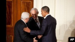 President Barack Obama talks with Palestinian President Mahmoud Abbas and Prime Minister Benjamin Netanyahu of Israel at the conclusion of a statement to the press in the East Room of the White House, 01 Sep 2010