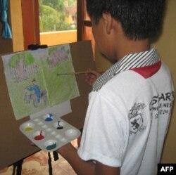 Học sinh trường Bồ Đề tập vẽ