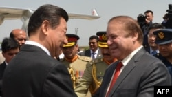 In this handout photo released April 20, 2015, by Pakistan's Press Information Department (PID), Chinese President Xi Jinping (L) is welcomes by Pakistan's Prime Minister Nawaz Sharif after arriving at Nur Khan air base in Rawalpindi.