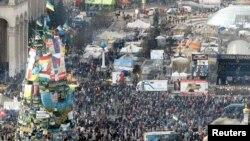 2月20日乌克兰反政府抗议人士在基辅独立广场与警察发生冲突