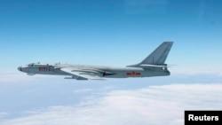 지난 2013년 10월 중국의H-6전략폭격기가 태평양 상공 일본 남부 지역을 비행하는 사진을 일본 공군 자위대가 공개했다.