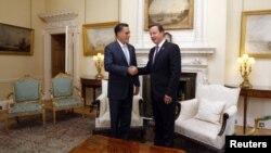 ທ່ານ Mitt Romney (ຊ້າຍ) ພົບປະກັບ ນາຍົກລັດຖະມົນຕີອັງກິດ ທ່ານ David Cameron ທີ່ລອນດອນ, ວັນທີ 26 ກໍລະກົດ 2012.