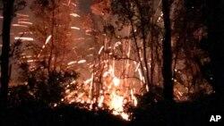 ຮູບຈາກທ່ານເຊນ ເທີປິນ ທີ່ສະແດງໃຫ້ເຫັນ ຜົນກະທົບຈາກພູໄຟຄີລູເອອີ (Kilauea) ຢູ່ເກາະຮາວາຍ.