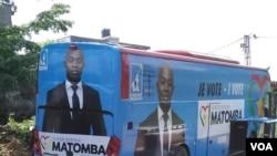 Le bus de campagne d'un candidat de l'opposition, Serge Matomba à Yaoundé, au Cameroun, le 22 septembre 2018. (VOA/M.E. Kindzeka)