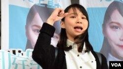 """Agnes Chow (Chu Đình), 21 tuổi, là một thành viên của đảng chính trị Demosisto ủng hộ dân chủ. Chính quyền bất đồng với cương lĩnh của đảng này bao gồm """"sự tự quyết"""" hay độc lập cho Hong Kong."""