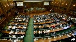 Skupština Kosova raspravlja o ustavnim amandmanima za osnivanje specijalnog suda za ratne zločine