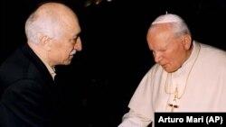 Ο Φατουλάχ Γκιουλέν με τον Πάπα Ιωαννη Πάυλο ΙΙ