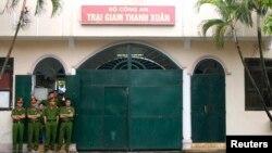 Theo Tổ chức Nhân quyền Human Rights Watch tình trạng tử vong và chấn thương khi bị công an giam giữ phổ biến ở Việt Nam.