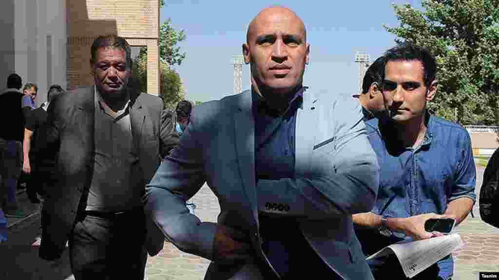 علی منصوریان سر مربی باشگاه استقلال کار خود را با خرید های خوبی شروع کرد. درباره آینده او در استقلال چه فکر می کنید؟