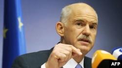 Thủ tướng Hy Lạp George Papandreou phát biểu trước báo giới sau cuộc họp thượng đỉnh của các nhà lãnh đão Liên Hiệp Âu châu tại Brussels, ngày 24 tháng 6, 2011