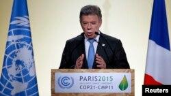 El presidente de Colombia, Juan Manuel Santos, participa de la cumbre sobre cambio climático en París.